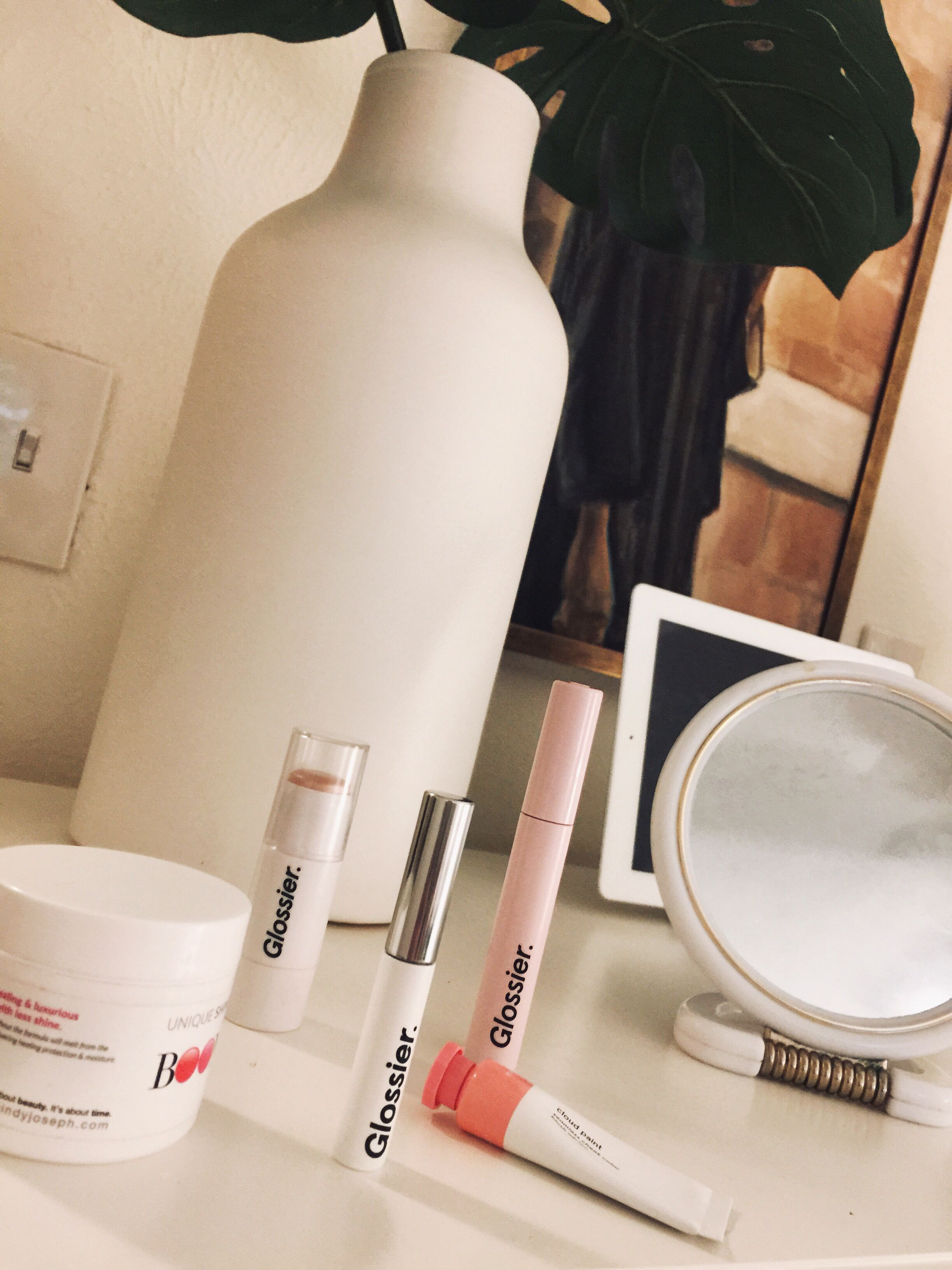 Le Maquillage De Matin Glossier Makeup Cosmetics It's also a way to show what products you use and sometimes a way to give a review of a brand or multiple products. glossier makeup cosmetics