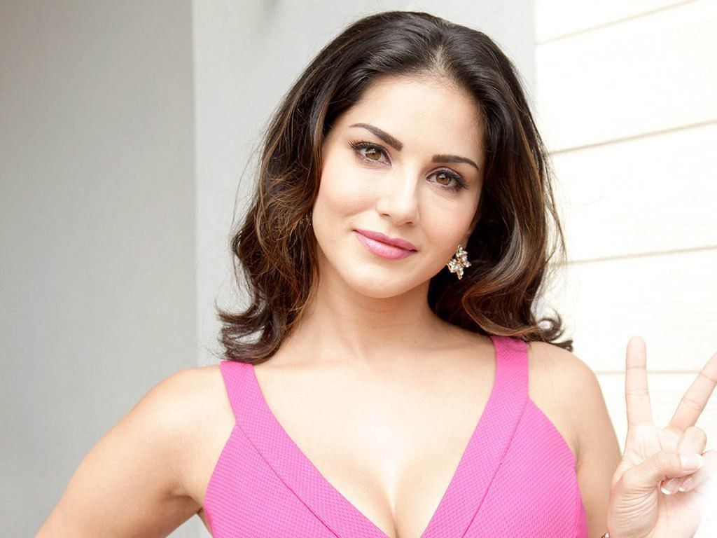 http://snapperbazaar/new-hot-sunny-leone-wallpapers-full-hd