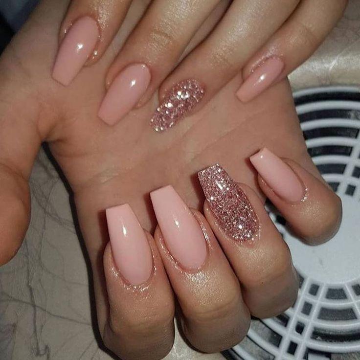 Peachy Nails With Rose Gold Glitter Nail Art Gold Glitter Nails Rose Gold Nails Glitter Best Acrylic Nails