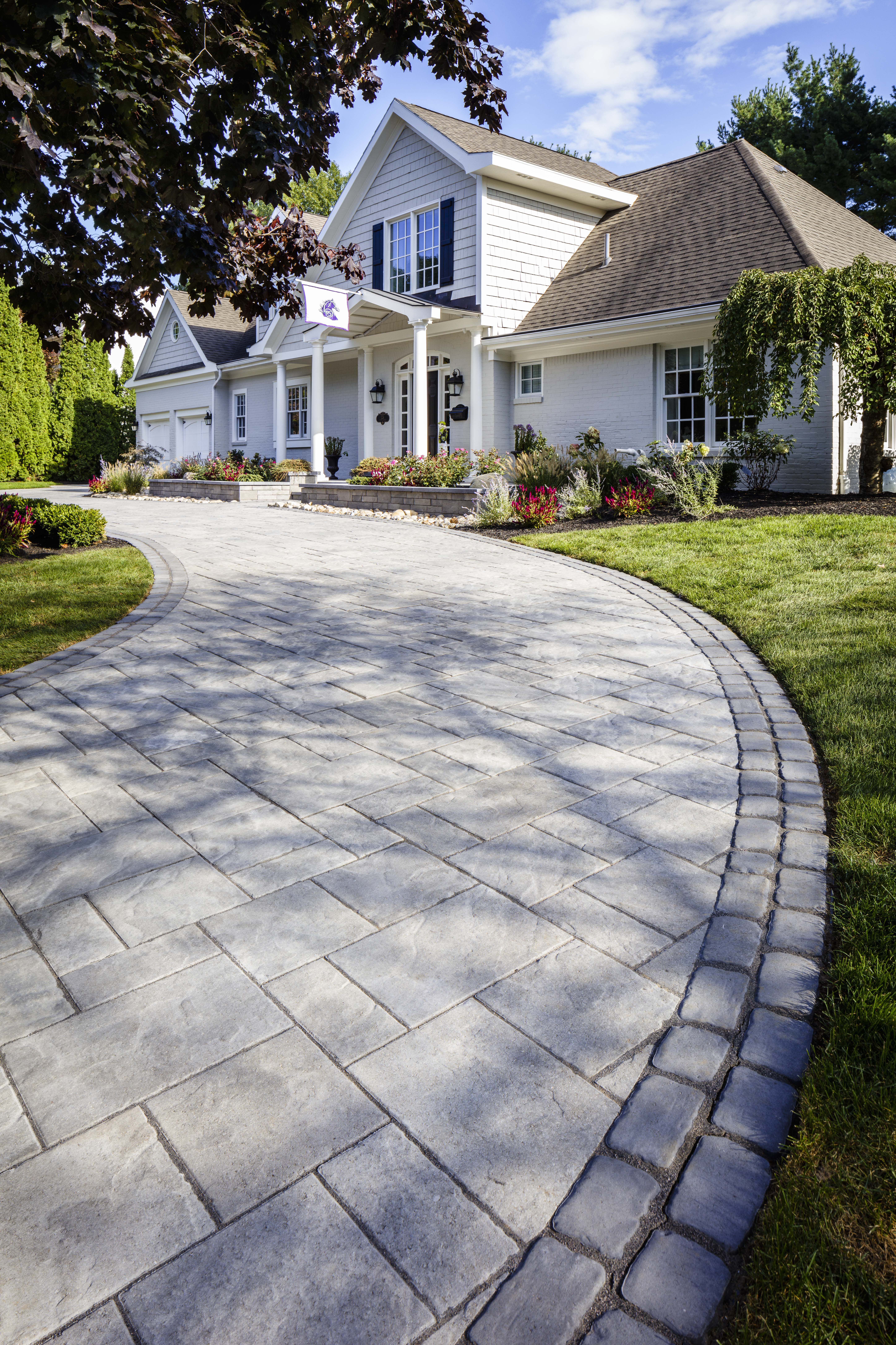 Traditional Curb Appeal The Blu 80 Mm Pavers Were Used For The Driveway To Create A Natural Stone Look Great For All Exteri Patio Stones Backyard Patio Patio