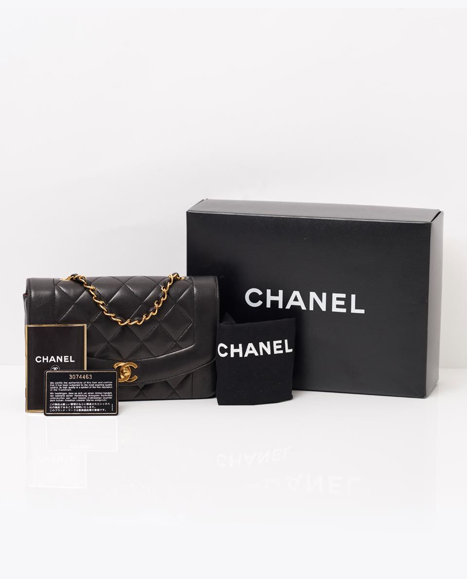 ea758301a92a A product of impeccable craftsmanship. This beautiful vintage Chanel  Matelasse 9