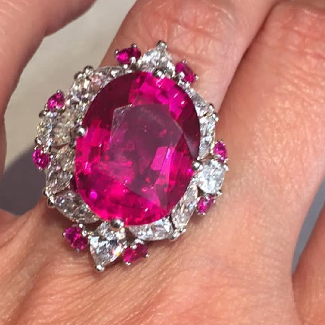mm_diamondsjewellers) Sunset Ruby with extraordinary fuchsia hue & a ...