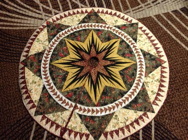 Christmas Celebration Tree Skirt Quiltworx Com Made By Kathy Mckinney Of Quakers Quilt Guild Judy Niemeyer Quilts Quilt Patterns Crazy Quilts
