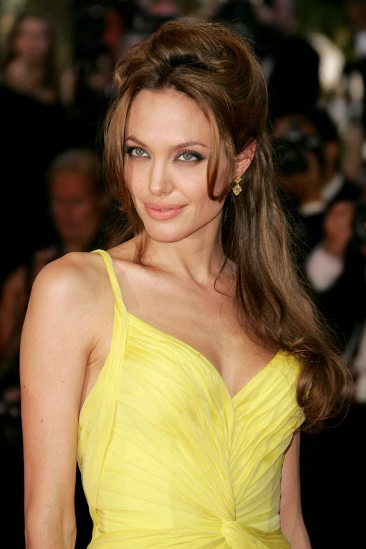Angelina Jolie Hairstyles Angelina Jolie Hair Angelina Jolie Hairstyle