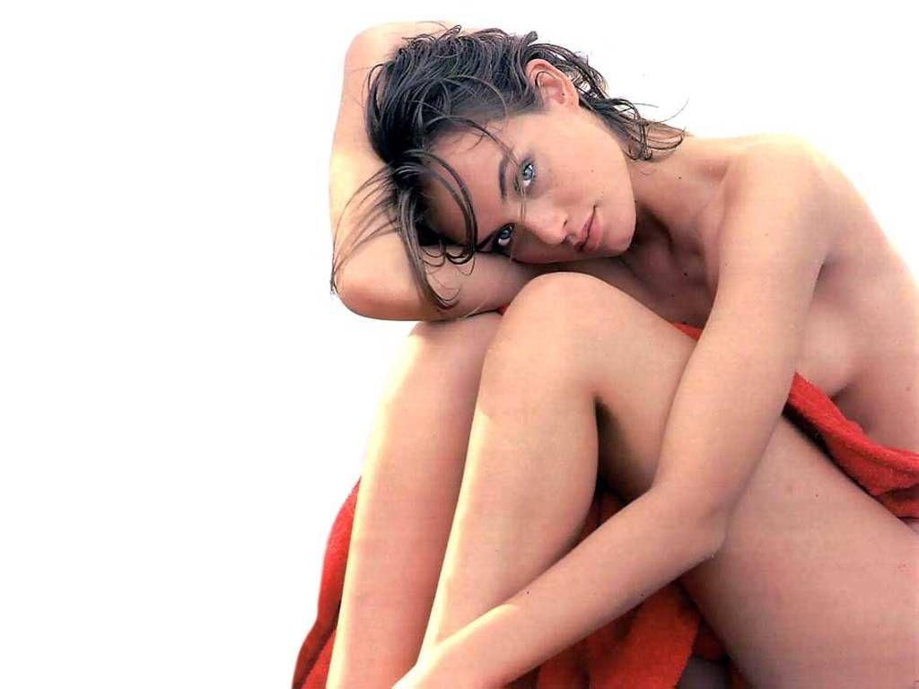 Photos of kirstie alley nude