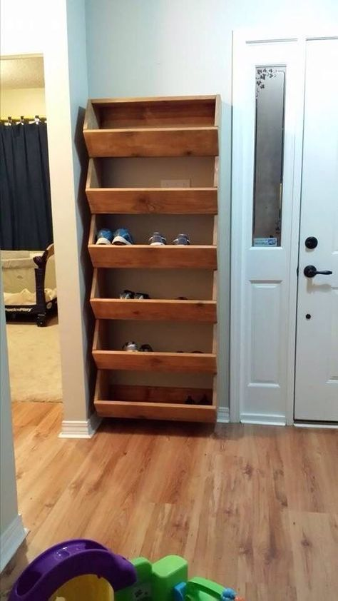 16 Creative DIY Shoe Rack Made Out Of Pallet Cheap And Simple,  #cheap #creative #DIY #homedi...