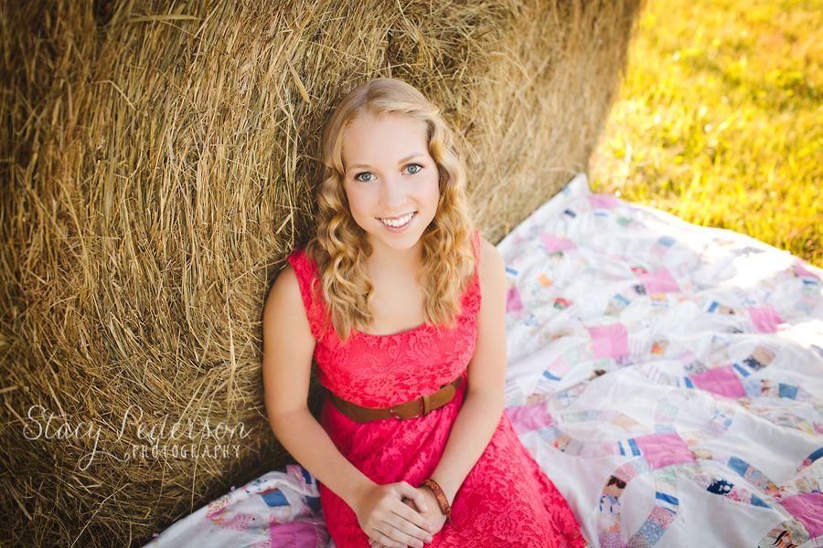 Senior poses with hay bales Photography portfolio