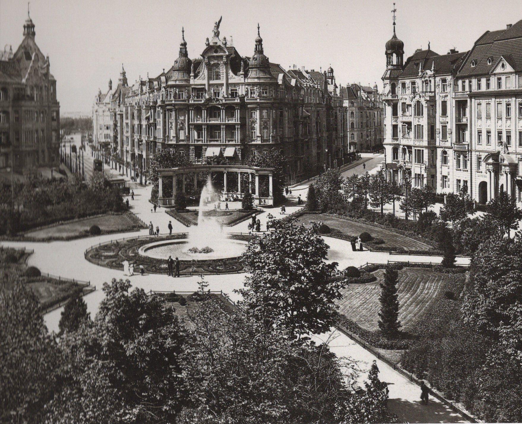 1904 Victoria Luise Platz In Schoneberg Der Platz Wurde Am 1 Juni 1900 An Die Stadt Ubergeben Blick Nach Westen In Die Motz Bzw Re Schoneberg Berlin Tempel
