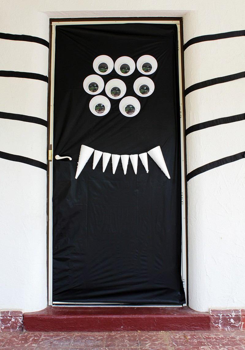 Schwarze spinne mit sechs augen und scharfen z hnen deko ideen - Schwarze fenster ...