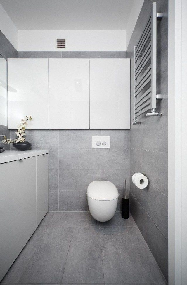 Badezimmer Modern Einrichten Graue Fliesen Weiße Badmöbel Grifflos ... Fliesen Bad Grn Grau