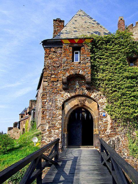 Zugbrucke Zur Burg Thurant Thurant Castillo Puente De Drenaje Castillos Encantados Castillos Lugares Encantados
