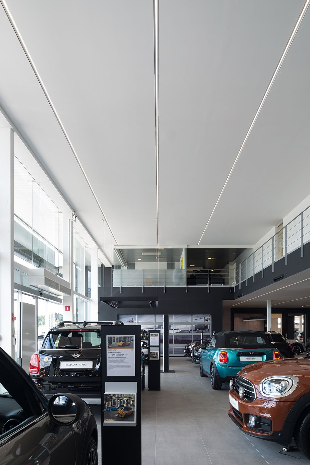 Supermodular Drupl Lighting In A Car Showroom Retail