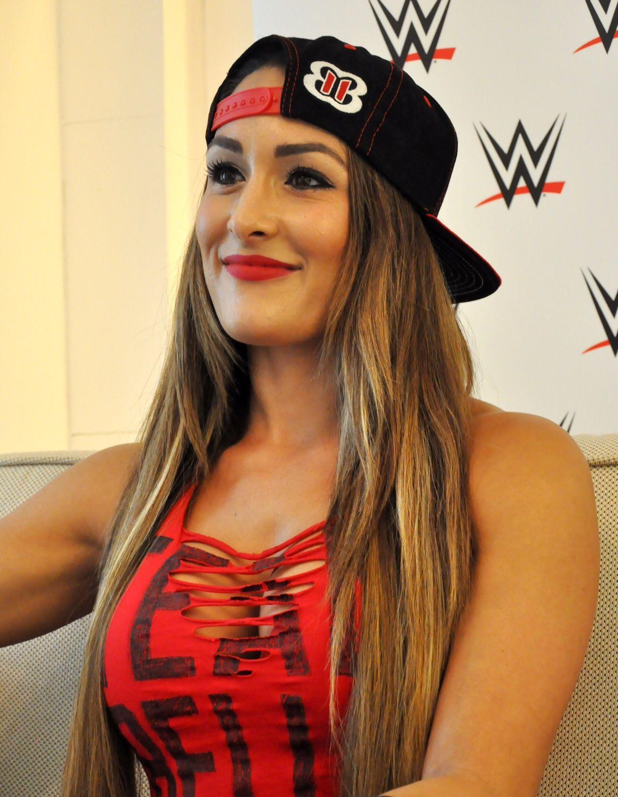 WWE WrestleMania 32: Total Divas vs. B.A.D. &amp- Blonde   WWE Pay-Per ...
