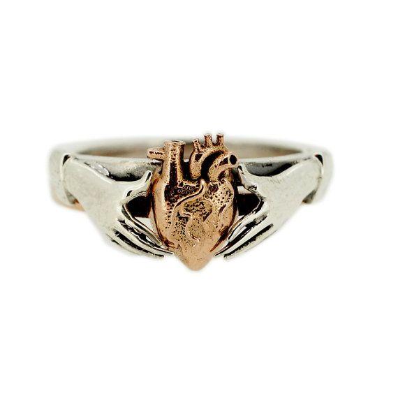 Anatomischen Herz Stapeln Claddagh Ring in Rotgold und Sterling Silber MetalCoutureBridal