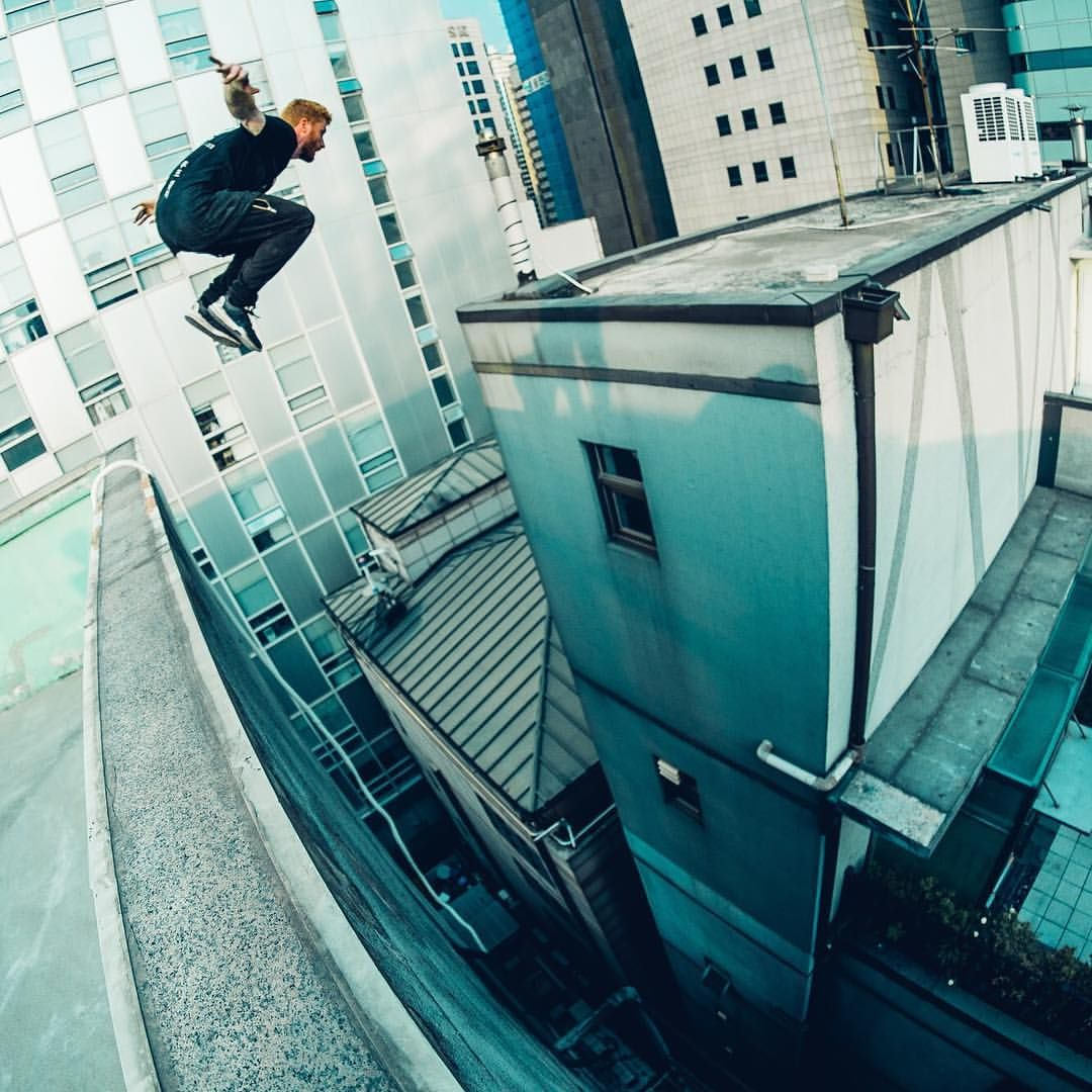 Rca Throwback Cause Life Is 24 7 Edit At The Mo Can T Complain Though And Roof Culture Asia Is Back Up So That S Pure Flam Parkour Moves Parkour Parkour Kids
