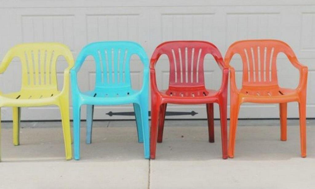 Ses chaises blanches avaient mal vieilli: elle leur a donné ...