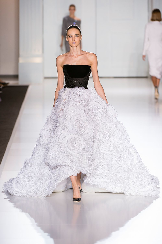 3cdee127f394 20 παραμυθένια φορέματα από την εβδομάδα Υψηλής Ραπτικής στο Παρίσι ...