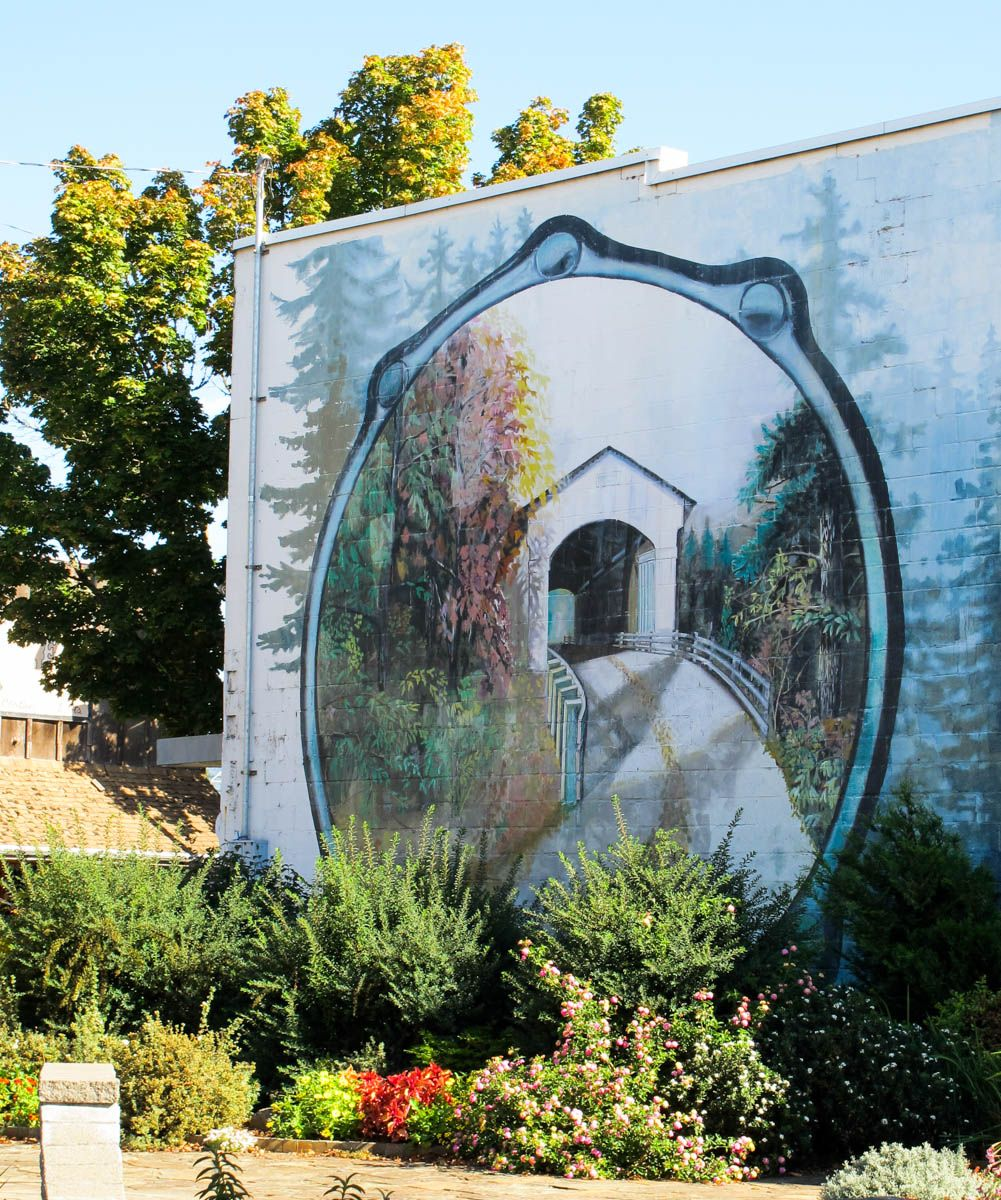 4. Mural of the Centennial Covered Bridge in the heart of downtown Cottage Grove.  The walkable downtown boasts art galleries, museums, bookstores, boutiques and cafes.  It was a cute village and we liked it.