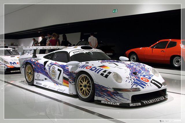 Porsche 911 GT1 (1996)