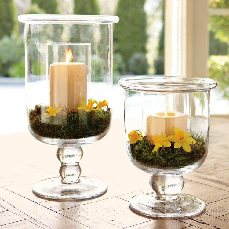 Windlichter dekorieren mit moos und narzissen blumen for Glas dekorieren