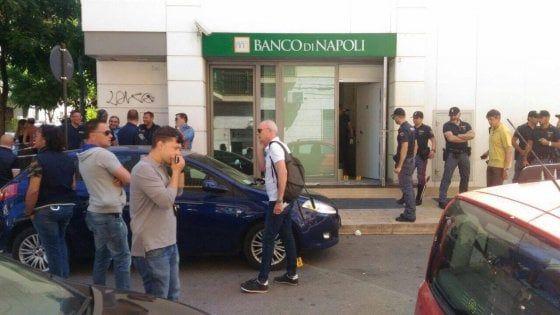 Banco Di Napoli Lavoro : Lavoro bari l assalto davanti al banco di napoli in viale salandra