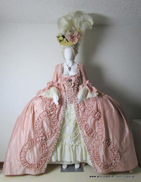 Esempio di favoloso abito donna stile Maria Antonietta XVIII sec. !!! Non si 0682547e892d