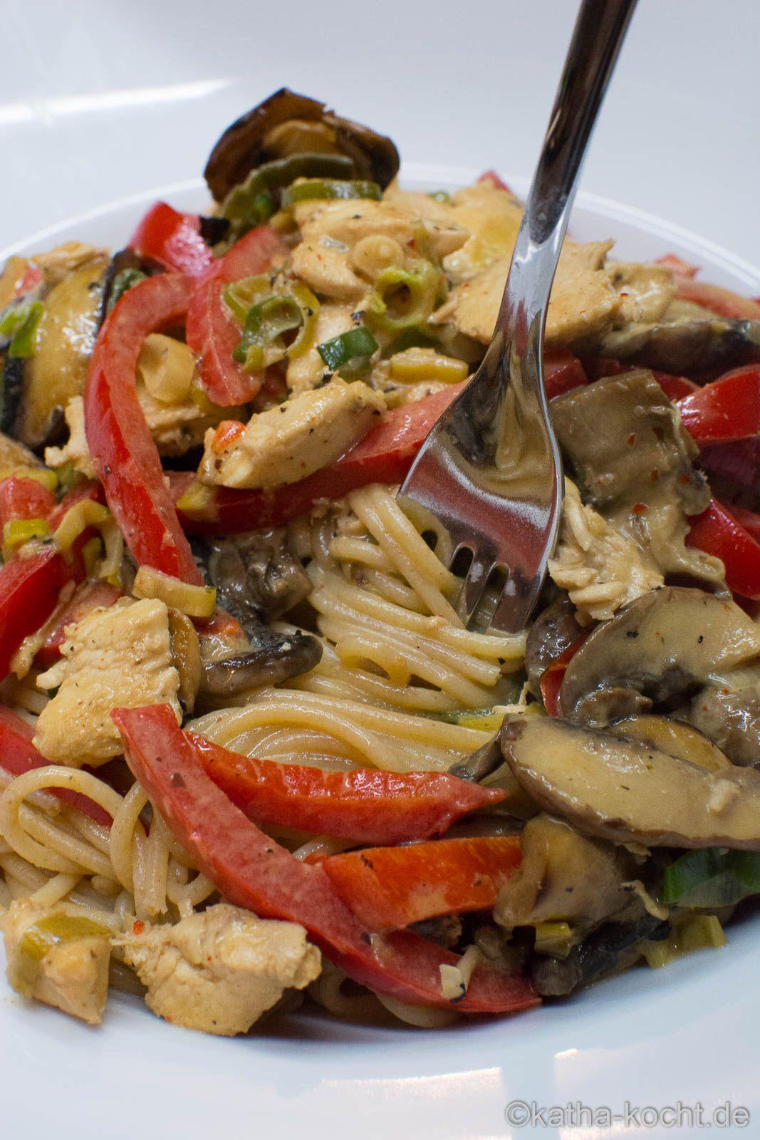 Hähnchengeschnetzeltes mit Paprika in Sahnesauce