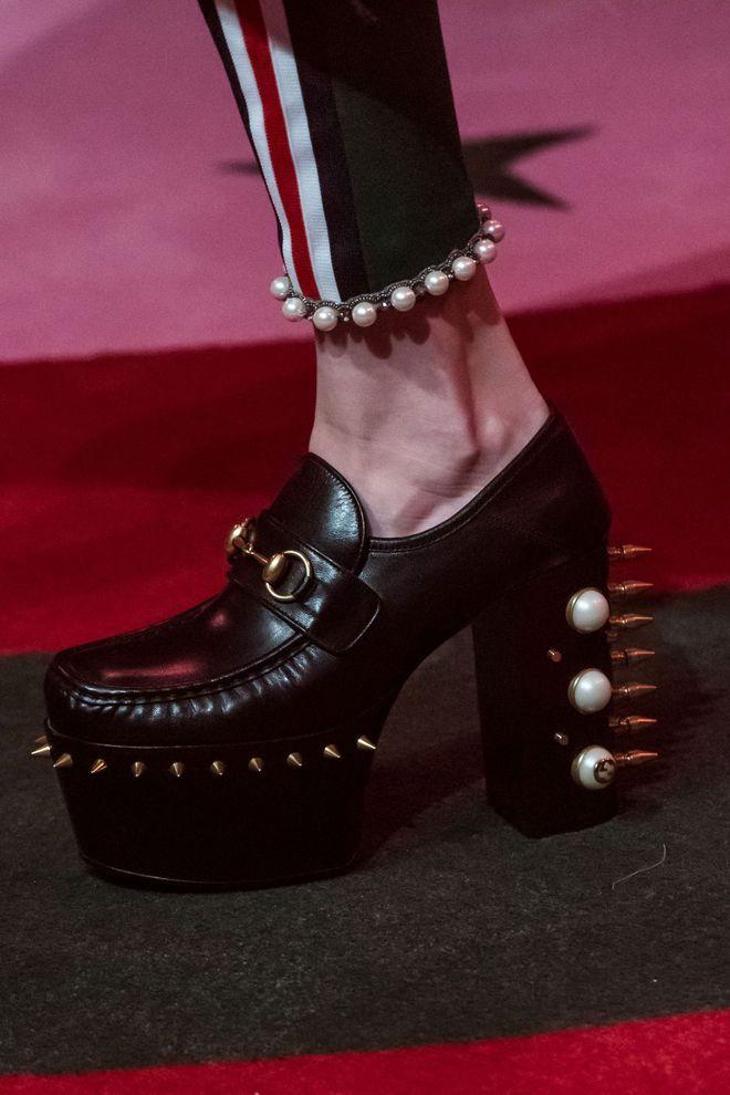 fff13244aa0d Tendances chaussures femme printemps-été 2017  sandales, plateformes ...