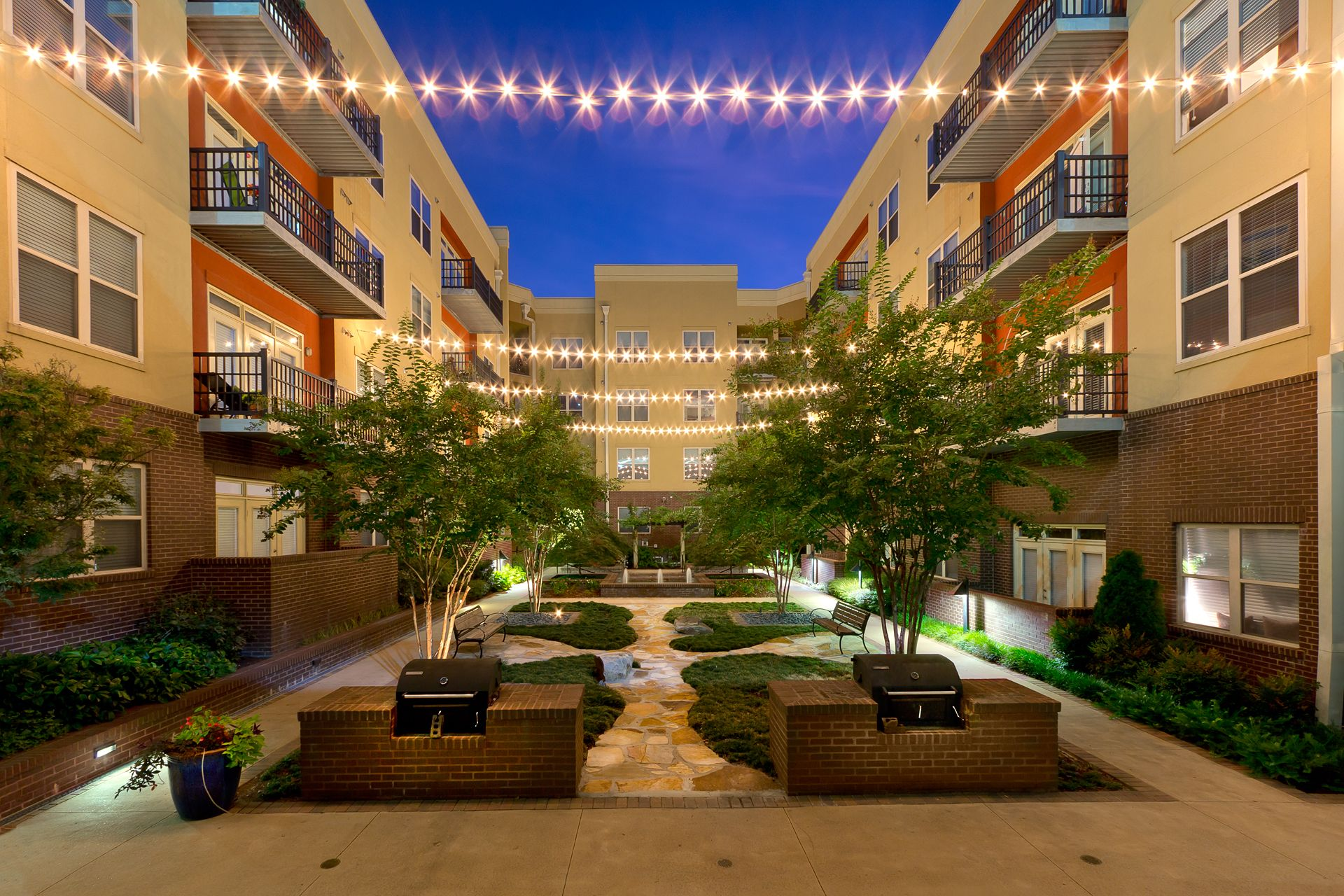 Apartment Building Courtyard atlanta apartment photography real estate photographer twilight
