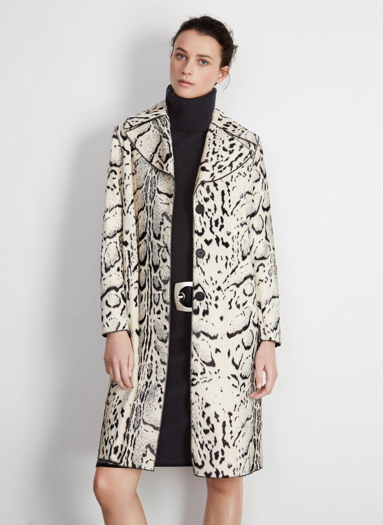 Abrigo eco-piel con animal print - Abrigos  0f0883c0a1b4