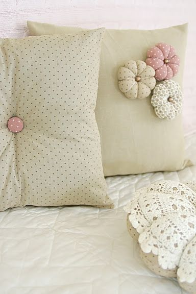 Simple and easy to make cushions - love the handmade puffy flowers! :) & Handmade By Random Button - Home | pillows! | Pinterest | Pillows ... pillowsntoast.com
