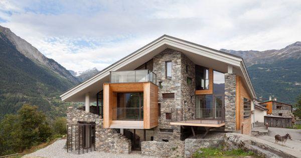 Dise o de casa moderna en la monta a fachada de madera y for Casa rural mansion de la plata penacaballera
