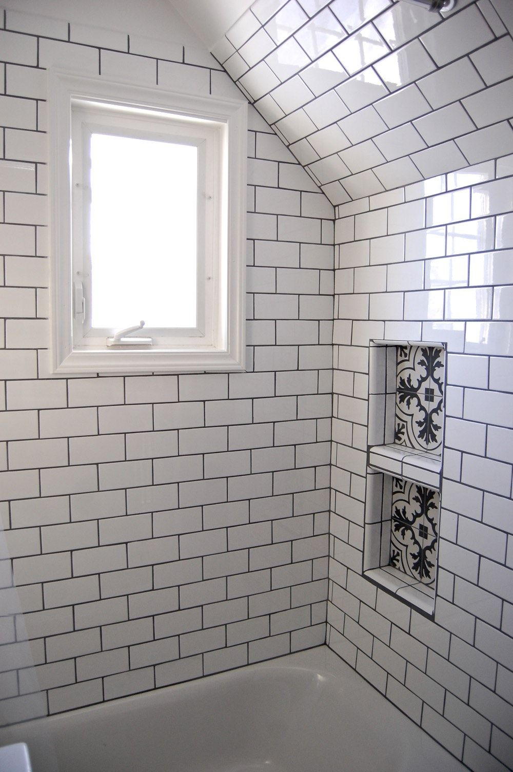 White Subway Tile Shower Tub With Shower Niche And Window White Subway Tile Shower Bathrooms Remodel Bathroom Remodel Shower