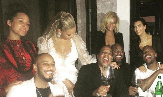 Beyonce Jay Z Kanye West Kim Kardashian Laugh In Epic Dinner Pic Beyonce And Jay Beyonce And Jay Z Kanye West And Kim