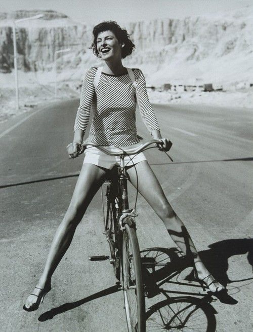 the pure simplicity of it and beautiful Linda Evangelista