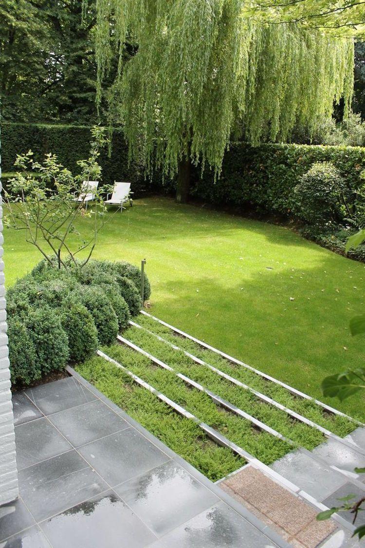 gartentreppe mit stahlkanten für terrassierte gartengestaltung
