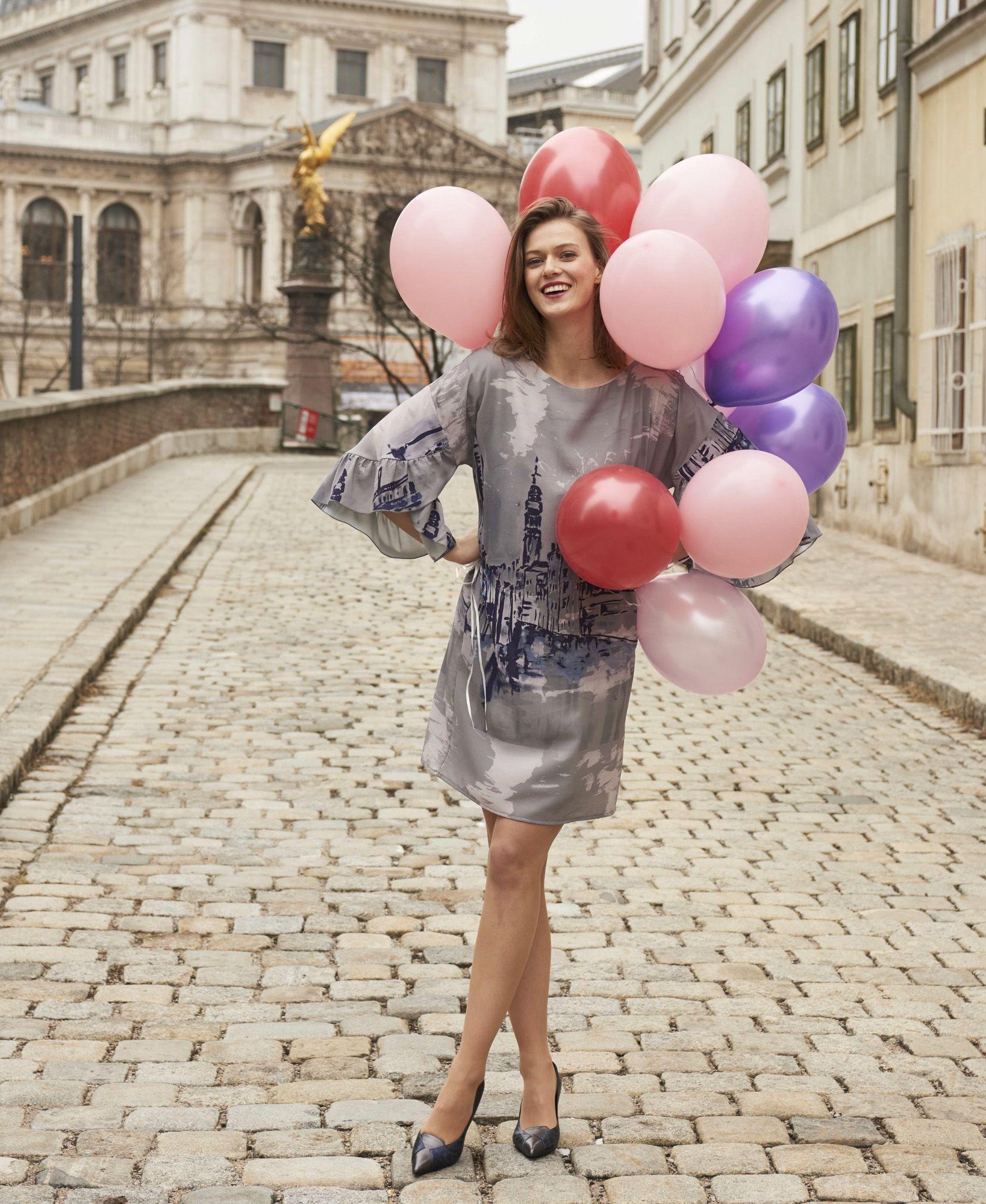 Kleid mit Volant   W50-2018-Bekleidung   Pinterest   Shopping and Online  shopping 845228149e