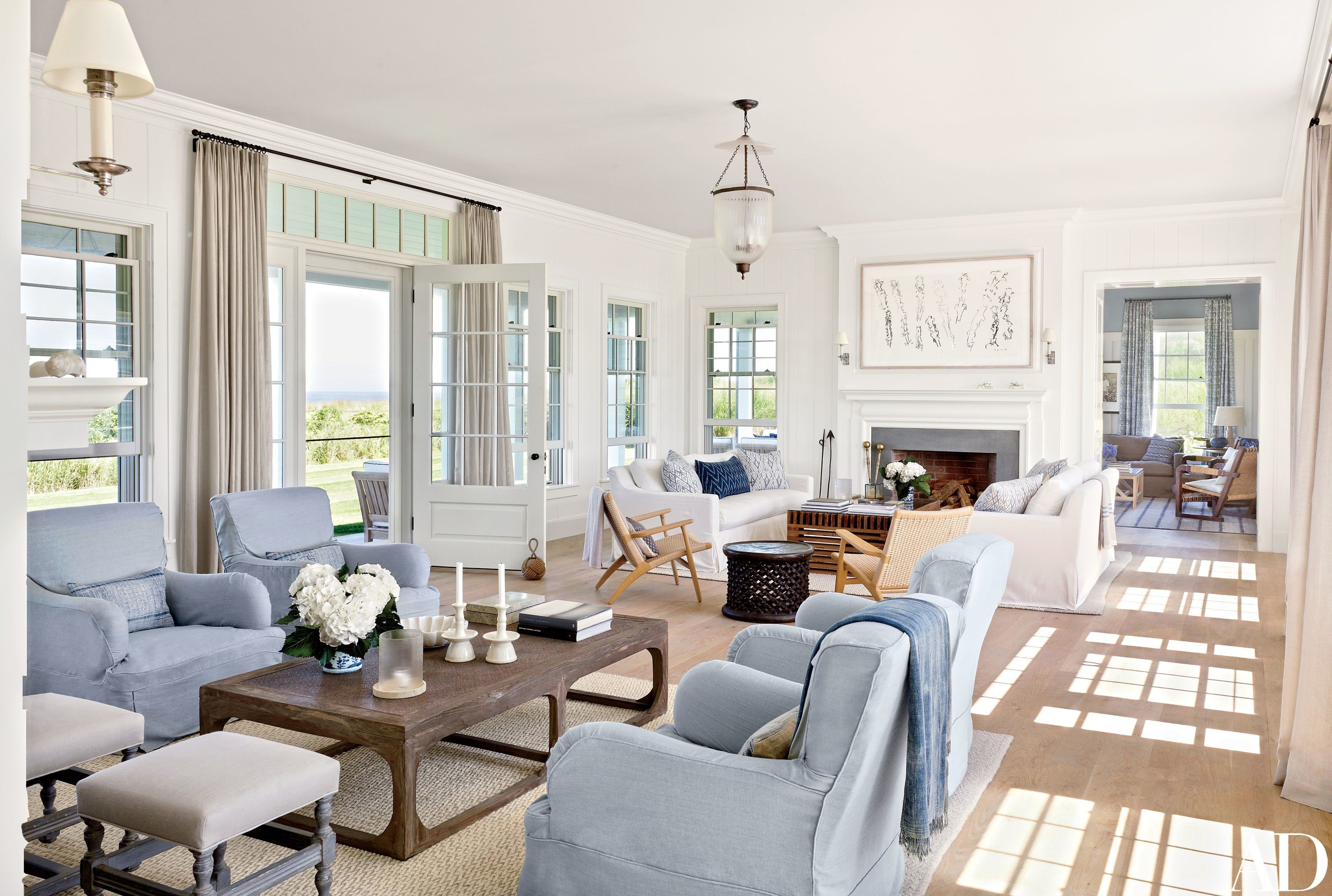 See How Victoria Hagen Preserved The New England Charm Of Her Nantucket Getaway Coastal Style Living Room Coastal Living Rooms Nantucket Home