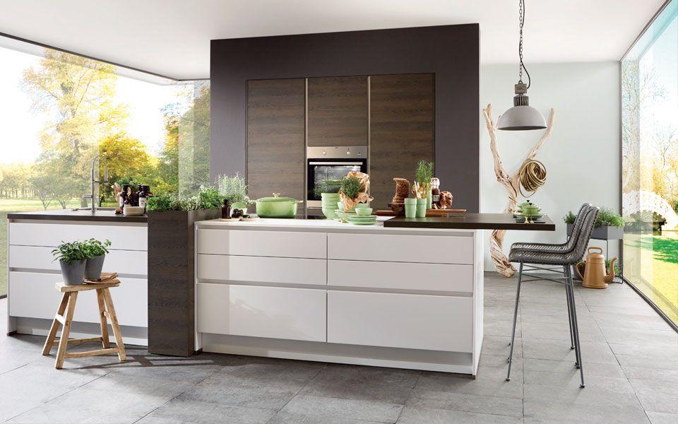 Grifflose Küche in Weiß und EicheOptik Küche&Co (mit