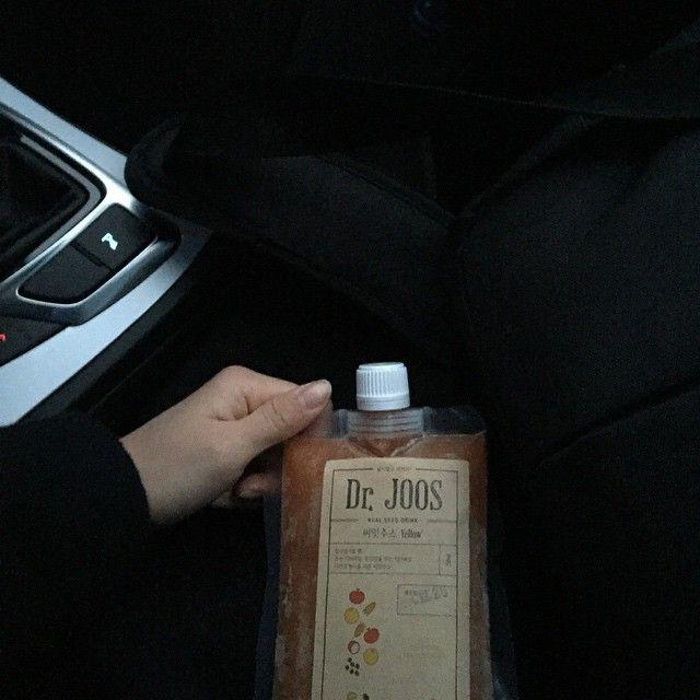 "542 Likes, 8 Comments - @deartohyun on Instagram: ""차에서 하나씩 먹어줄테다 #닥터주스"""