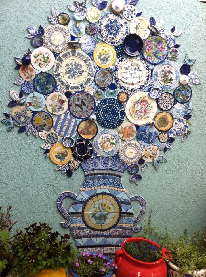 plate wall mosaic - I'd make mine indoors though in my tea room (when I get one)