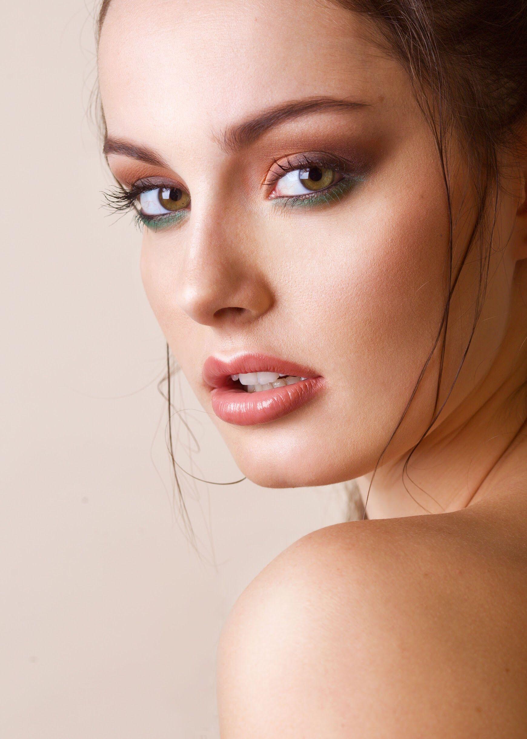 Mineral smokey eye Mineral cosmetics, Mineral eyeshadow