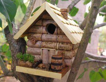 Fabriquer une maisonnette pour oiseaux avec des bouchons en liège ...
