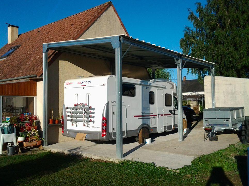 Mise En Situation D Un Abri Camping Car Metallique Adosse Au Mur De La Maison Abri Camping Car Camping Car Abri