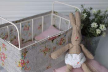 Maileg cot & micro rabbit gift set