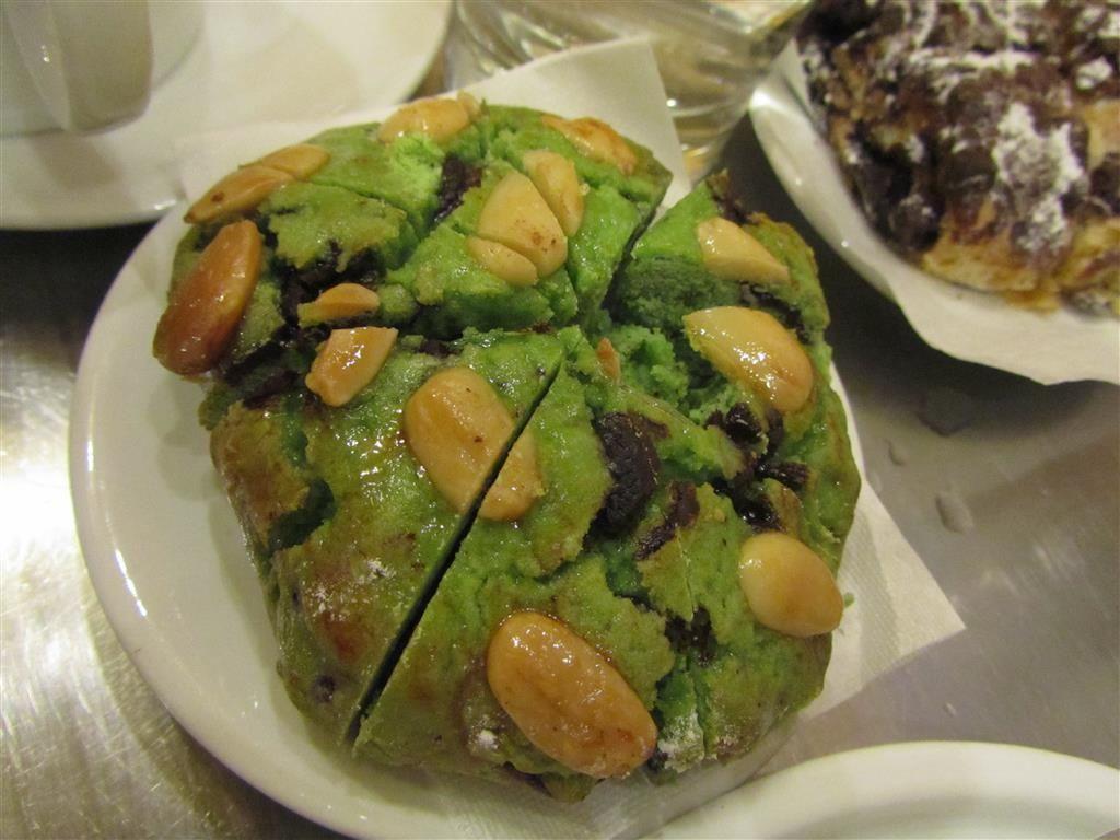 Dolce al Pistachhio, Fornarina al Cioccolato and  Peach Ginger Tea at La Bottega del Caffe in Venice