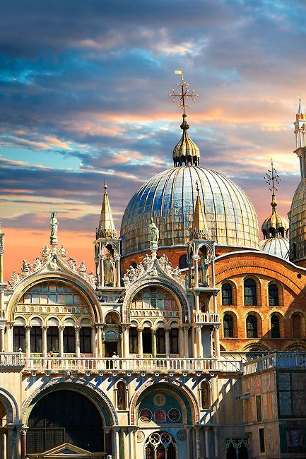 Facade Of St Mark S Basilica Venice Photos Gallery Saint Mark S Basilica Byzantine Architecture Romanesque