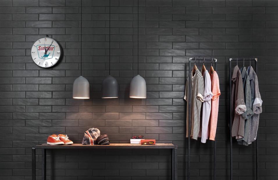 Ambientazione industriale con la posa a mattone e lo stucco