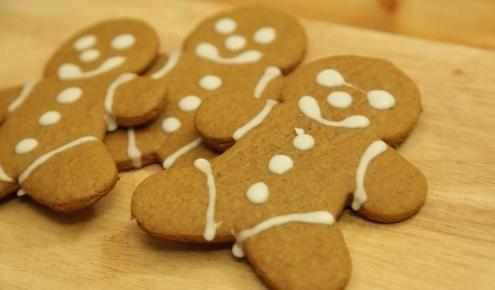 طريقة عمل رجل كعك الزنجبيل Gingerbread Biscuits حلويات Desserts Food Recipes