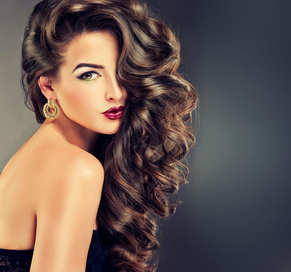 Девушка с шикарными волосами пнг
